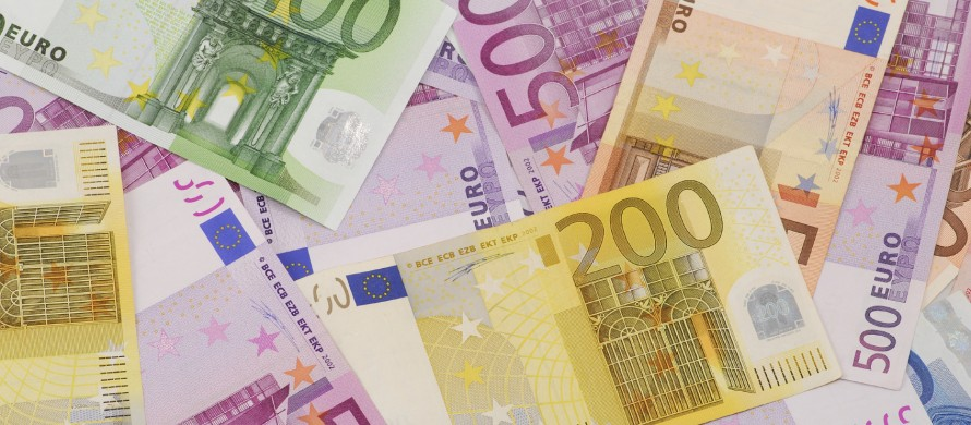 http://newsroom.sparkasse.at/wp-content/uploads/sites/9/2015/01/Euro_Banknoten_mittel-890x390.jpg